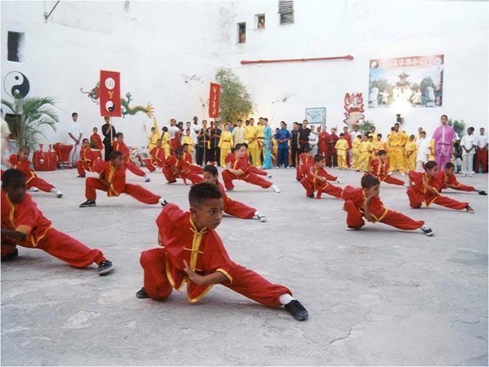 Niños en el área de entrenamiento 2004