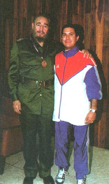 El maestro Roberto Vargas Lee junto con Fidel Castro Ruz