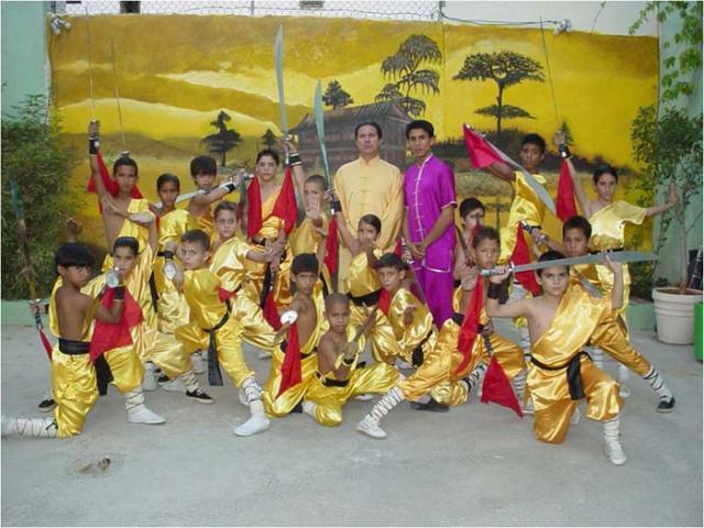 1er grupo Futuros de Wushu, con el maestro Vargas Lee y con Elvis Triana, 2005